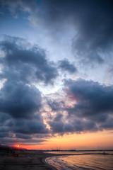 Lo que Nunca Podrás Ser (That you Never Can Be) (Dibus y Deabus) Tags: barcelona cataluña catalunya villanovailageltru españa spain cielo sky nubes clouds amanecer dawn playa beach playaribesroges canon 6d sol sun