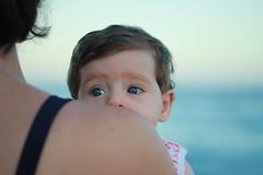 Martina (Popiart) Tags: baby bebe glance mirada sea mar hombro shoulder beba bebota