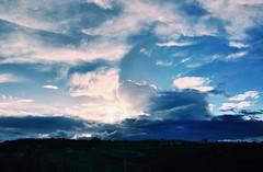 (Luca3803) Tags: italy italia periferia vasto erba alberi verde colline collina paesaggio sole azzurro celeste nuvole cielo
