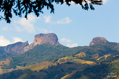 IMG_F7682 (Max Hendel) Tags: sbentodosapucaspbrazil bymaxhendel maxhendelphotography pedradoba bastone stone climbing montanhismo alpinismo montanhas brazilmontain lanscape arlivre bluesky