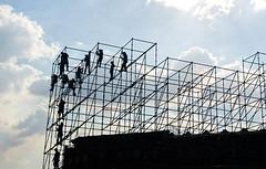 estructura (Alex_Herrera) Tags: cdmx mexicocity zcalo contraluz estructura trabajadores nubes soleado