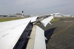 ANA Boeing 787 Dreamliner (JA819A) DSC0711 (KWsideB) Tags: allnipponairways 全日本空輸 羽田空港 ana boeing 7878 787881 788 b787 b788 dreamliner ja819a nh nh27 staralliance osakaitamiinternationalairport itamiairport osakaairport 大阪国際空港 itm rjoo japan airport arrival landing runway32l 32l wing trailingedge flaps spoilers flight aviation jet aircraft aeroplane airplane plane spotting planespotting windowseat 28k domesticairtravel airtravel