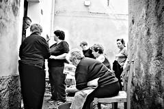 Vita di quartiere (pinomangione) Tags: pinomangione street potenzoni biancoenero bienne monocromo persone