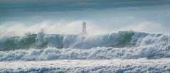 Phare au milieu des vagues (Infinicolors) Tags: plogoff bretagne france vagues phare lighthouse waves fr