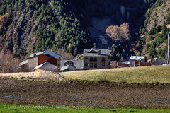 Andorra rural: Vall d'Orient (lutzmeyer) Tags: november autumn nature rural landscape europe novembre dorf village religion herbst landwirtschaft natur pueblo chapel natura paisaje noviembre pasto agriculture landschaft chapelle andorra pyrenees iberia pirineos pirineus tardor iberianpeninsula paisatge pyrenen kapelle otono agricultura capella poble prats 1580m pastureland canillo religiousbuilding pastura viehweide weideland iberischehalbinsel valldorient vallorient esglesiasantmiqueldeprats canilloparroquia lutzmeyer lutzlutzmeyercom