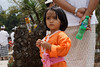 Mädchen beim Tempel Pura Ulun Danu Bratan in Candikuning (Bedugul) (Poxxel) Tags: bali indonesia geotagged asien indonesien 2012 bedugul candikuning baturiti geo:lat=827519194 geo:lon=11516643265