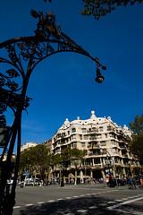 Passeig de Gràcia (filsduvent59) Tags: barcelona blue architecture spain bluesky 7d espagne barcelone catalogne sigma1020 canon7d