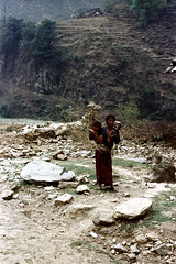 11-453 (ndpa / s. lundeen, archivist) Tags: nepal people woman baby color film 35mm asian clothing asia southeastasia child nick 11 clothes barefoot nepalese 1970s 1972 youngwoman villager nepali southasia dewolf babeinarms nickdewolf photographbynickdewolf childinarms reel11 mountaindwellers