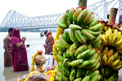 Chhath......The Offerings to the Sun God (pallab seth) Tags: sun india festival ancient god candid prayer ritual custom riverbank hindu hinduism kolkata prasad puja ganga 2012 offerings worshiper chhath prayerofferings coloursofindia dalachhath  bamboowinnows