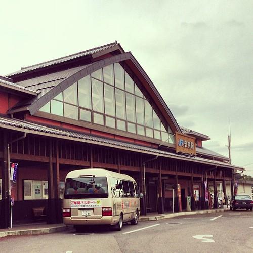 何とも趣のある駅舎。