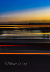 Pas dans l'angle, pas dans le triangle (Fabrice Le Coq) Tags: extrieur bleu jaune route soleil filet abstrait fabricelecoq orange