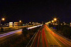 Luces en la M-40 (Jotha Garcia) Tags: nocturna night noche velocidad speed farolas lampposts carretera highway autopista road trafico traffic coches cars vehiculos vehicles septiembre september jothagarcia nikond3200 madrid verano summer 2016 largaexposicion long exposition flickrunitedaward