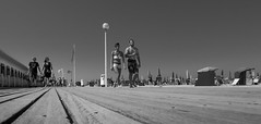 Boardwalking (Ludo_Jacobs) Tags: beach strand promenade deauville france frankreich street streetphoto streetphotography people candid pointofview summer outdoor blackandwhite monochrome