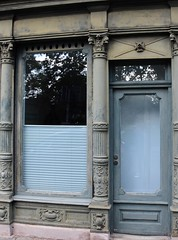 (:Linda:) Tags: germany bavaria franconia town erlangen shop closed door wndow shopwindow pillar volute reflection