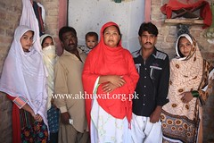 Musmat Zahida with her Family. (Akhuwat BPP) Tags: sukkur pakistan interest free loans microfinance entrepreneurship ordinary people small business working from home akhuwat