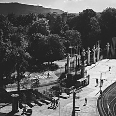 Parc des Bastions (Eric_G73) Tags: geneva genève switzerland bw blackandwhite city cityscape fromabove park people street trees moutains shadows fence bastions placeneuve parcdesbastions entrance