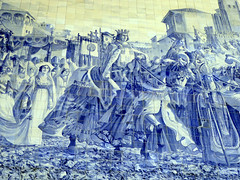 Famous Azulejo panel in the Sao Bento Railway Station in Porto, Portugal. This panel was created around 1900 and depicts the Arrival of King John I and Philippa of Lancaster in Porto (1387). (Linda DV) Tags: lindadevolder panasonic geotagged travel portugal porto europe 2016 citytrip oporto ribbet sobentotrainstation azulejos estaodesobento jorgecolao
