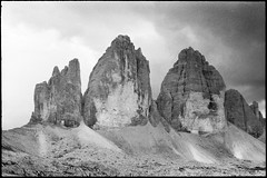 (sptn.) Tags: drei zinnen tre cime lavaredo dolomiten dolomites analog film monochrome blackandwhite blackwhite photography ilford hp5 35mm zeiss ikon leica summilux 50mm 14 f14 istillshootfilm alps south tyrol sexten grain