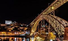 Puente Luis I (Perurena) Tags: puente brigde ponte arquitectura metal estructurametalica nocturna noche night rio river rioduero douro casas houses ribeirinha reflejos reflections vilanovadegaia oporto portugal