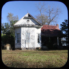 abandoned house in ttv, south Georgia (perrygrl) Tags: georgia oldhouse abandonedhouse southgeorgia anscoflex tinroof ttv throughtheviewfinder nearcairogeorgia