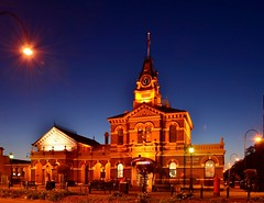 Traralgon Courthouse and Post Office (phunnyfotos) Tags: light clock night lights evening nikon dusk postoffice australia victoria clocktower clear vic courthouse bluehour gippsland 1887 traralgon d5100 traralgonpostoffice nikond5100 phunnyfotos traralgoncourthouse