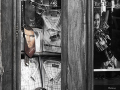Simple vitrine (Ramy.) Tags: window shopping algeria elvis algerie oran vitrine argelia escaparates elvispresley chemise cravatte