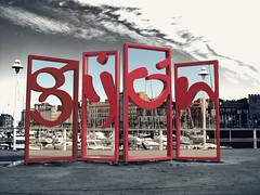 Las letronas (jlmaral) Tags: espaa mar spain barcos asturias escultura estandarte logotipo acero asturies embarcaciones puertodeportivo marcantabrico marcaturistica gijondesdeelmar darsenadefomento femetal ngijon simboloturistico
