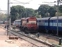 #16416 (Debatra) Tags: railroad india ir diesel delhi rail loco locomotive nr railways newdelhi dlw catenary ssb alco indianrailways ohe northernrailway diesellocomotive 16416 newdelhirailwaystation wdm2 ndls shakurbasti delhidivision debatramazumdar