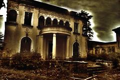 Abandon (Gaëtan Portenart) Tags: italien monument architecture histoire chateau psd hdr patrimoine urbex historique flickraward hdrterrorist