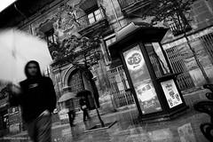 haro 1506 (orikanovich) Tags: street urban rain lluvia spain streetphotography urbana once kiosco larioja haro espa