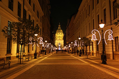 Budapest - the Basilica - chrismas mood (Romeodesign) Tags: christmas street xmas winter church night weihnachten lights hungary basilica budapest perspective entrance lamps ststephen istvn szent 550d zrinyi gettyhungary1