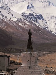 Chorten at Rongphu Monastery (joeng) Tags: tibet china places mountain landscape chomolungma mteverest rongphumonastery himalayas monastery temple chorten building snow prayerflag