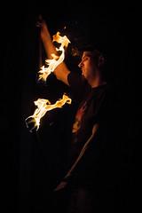 Staffeur (Oriane Gs) Tags: jongleur feu