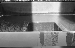 World Trade Center (je245) Tags: leicam6 leicasummicron35mmf20i kodak px125 diafine newyork nyc worldtradecenter fountain