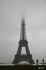 20160921 (josejuanmiranzo) Tags: paris francia france torreeiffel toureiffel eiffeltower niebla fog cielo sky fotografa photography foto photo canon canonista canonist jjmiranzo