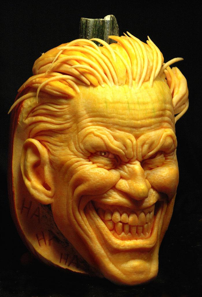 精彩的「小丑」與「雙面人」南瓜雕刻縮時影片
