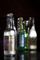 tonics (3/III) (light thru my lens) Tags: bar canon lemon kayak bottles flash drinks juego gin tonic barra copa gintonic bebidas limón botellas 2011 begudes llimona ampolles camaradas strobist eos7d kayakcafe lightthrumylens ltml