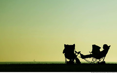 286 - Sunday morning (Ata Foto Grup) Tags: park morning sea sky sun holiday sailboat turkey newspaper couple seat sunday türkiye istanbul read listening sit sail rest resting sundaymorning deniz sabah marmara gökyüzü pleasent güneş sandalye gazete kadıköy tatil tekne tepe pazar caddebostan anadolu silüet yelkenli çimen dinlenme sillhuette marmaradenizi keyif çift oturma şezlong izin anadoluyakası çimenlik pazarkeyfi pazarsabahı tepedekiçimenlik