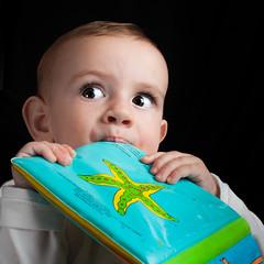 La cultura  il miglior viatico per la vecchiaia. (ubriaca dal RIDERE!) Tags: clara libro luci azzurro colori ritratto 1anno sarabonvicini augustobiagini