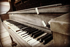 (Blurry Pixels) Tags: white black abandoned piano summer2012