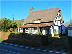 Dymock - thatched cottage (pefkosmad) Tags: village cottage gloucestershire thatch quaint picturesque oldhouses thatched forestofdean oldeworlde dymock cruckframed