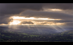 Rays........ (Chrisconphoto) Tags: light mood peakdistrict rays mamtor