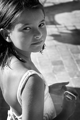 Confianza (Vicente Romero Photography) Tags: bw byn childhood 50mm child niña nikkor infancia ais f12