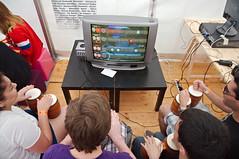 Donkey Konga aux Geek Faries 2016 (zigazou76) Tags: bongo donkeykonga festival gamecube gamingzone geekfaeries geekfaries joueur nintendo sellessurcher tente