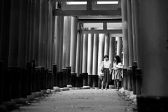 Coming (Gorka Zarate) Tags: inari japan japon kyoto tokio tori puerta coming paisaje libre life pasear nikon d7100