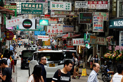 20160827-19-Hong Kong streets (Roger T Wong) Tags: 2016 hongkong rogertwong sel70300g sony70300 sonya7ii sonyalpha7ii sonyfe70300mmf2556goss sonyilce7m2 crowded market neon people shops signs streets travel