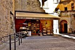 le  foie gras du  Prigord ... (miriam ulivi) Tags: miriamulivi nikond7200 francia prigord aquitania sarlatlacanda piazza negozio squareshop specialit specialties luce ombra light shadow