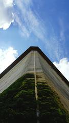 climbing up (Artur Wala) Tags: bunker sky himmel perspective plant bremen