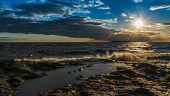 Atardecer de invierno (Daniel Alejandro Alves) Tags: coloniadelsacramento uruguay nikon d5500 18140mm winter invierno sunset atardecer sol sun clouds nubes blue azul sky cielo rocas rocks river rio riodelaplata ocean sea oceano