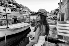 Beautiful lady in Mallorca. (rmfly) Tags: lady mallorca puerto barcas atardecer verano spain islands baleares canfigueres mediterrneo sea mar summer hat sombrero rubia blonde woman girl